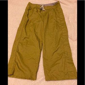 Patagonia water girl green Capri pants